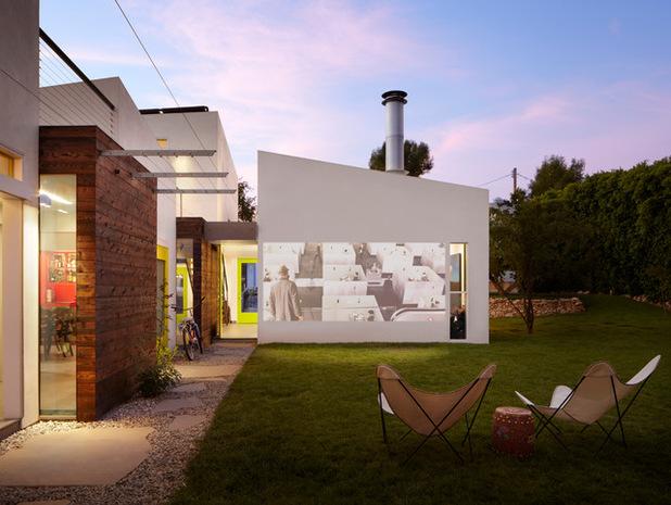 ТОП 7 гаджетов для дачи: от газонокосилки до проектора