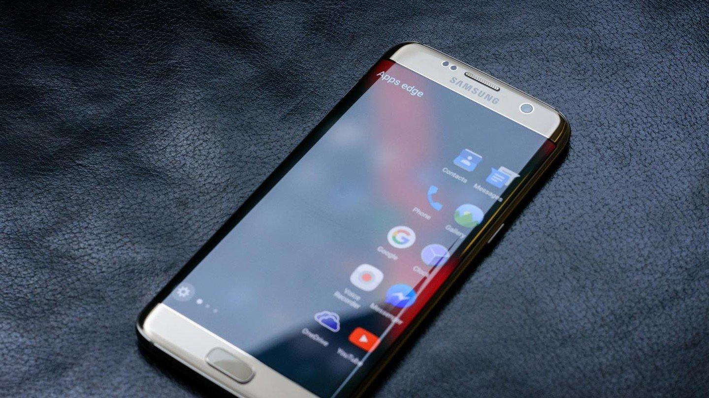 f0a5347d36bab ... виде продолжит свое существование, но уже с названием Pro, поэтому в  будущем году можно рассчитывать на появление смартфона Galaxy S8 Pro.